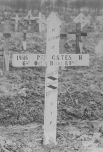 Harold Gates' grave with wooden cross